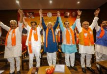 Almost all ministers will move in Gujarat? Dissatisfied reached Vijay Rupani's house