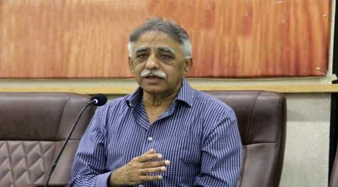 Pakistan's politics: Former governor seen in an objectionable position with many girls