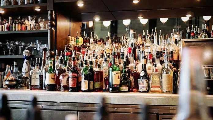 260 private liquor shops will be closed in Delhi from today only 460 government shops will be sold