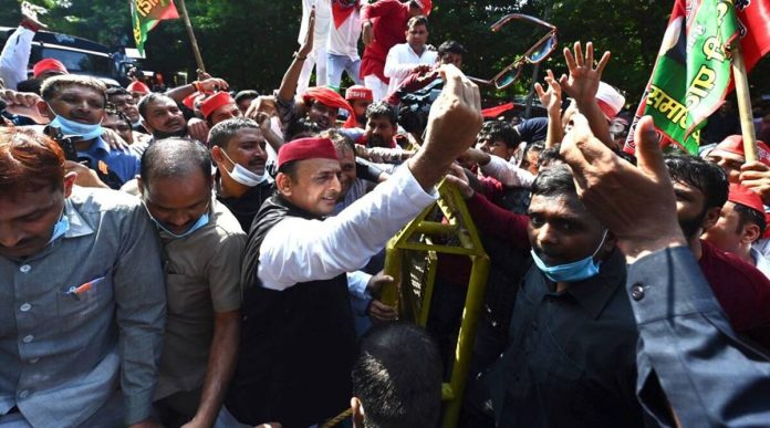 Lakhimpur Violence: Akhilesh Yadav and Shivpal Yadav were detained